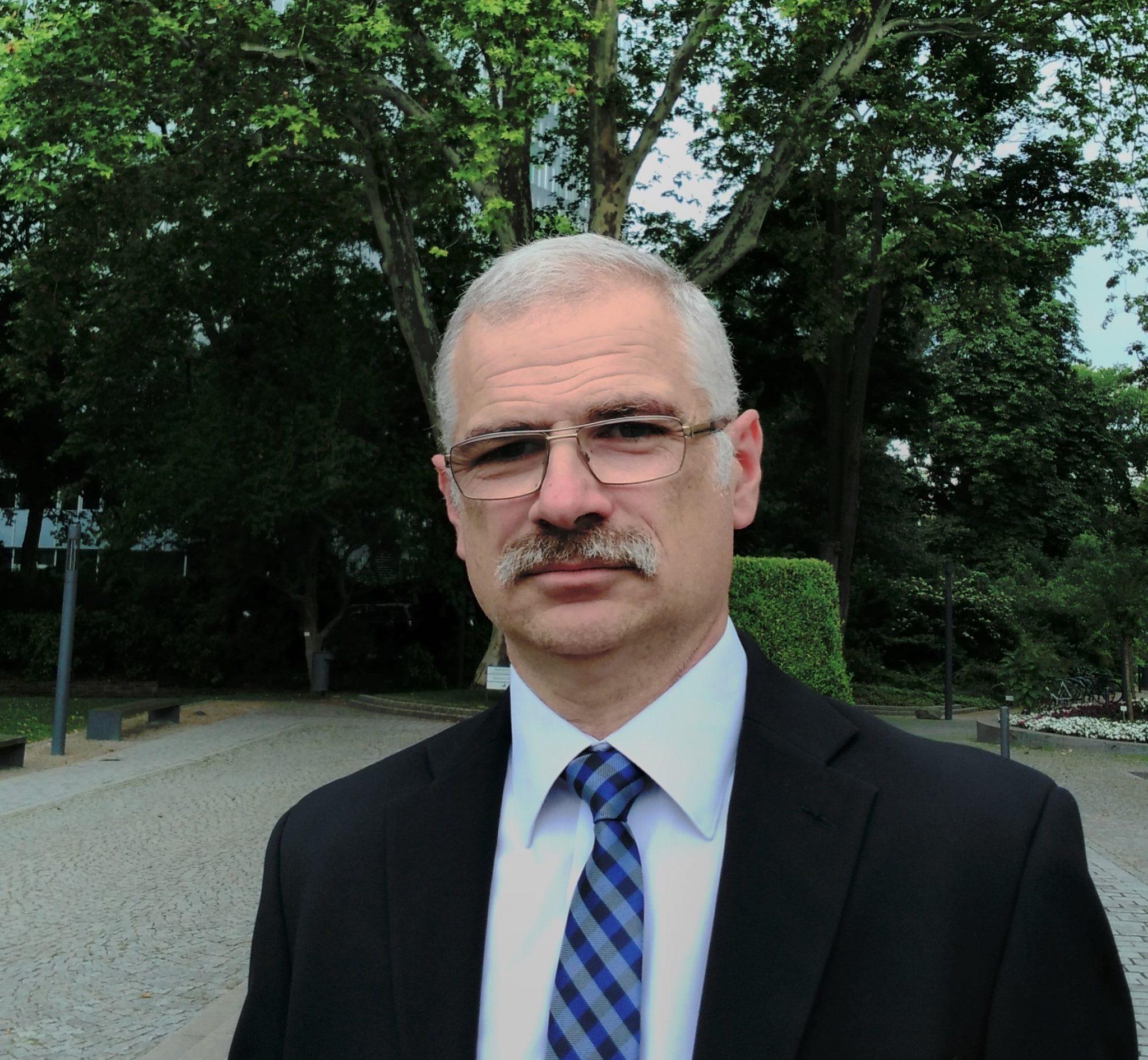 Яни Узунов